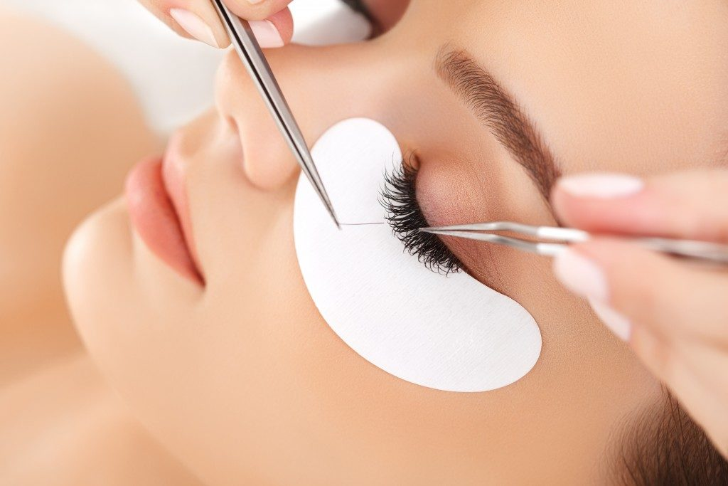 Woman getting eyelash extensions