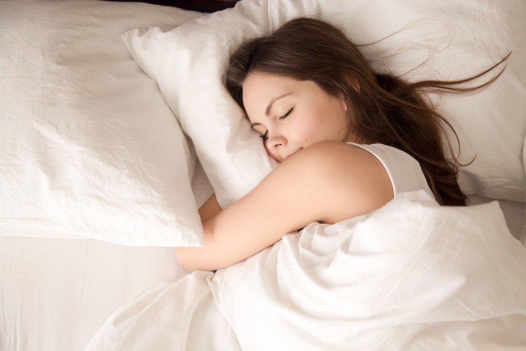 woman having a good night sleep