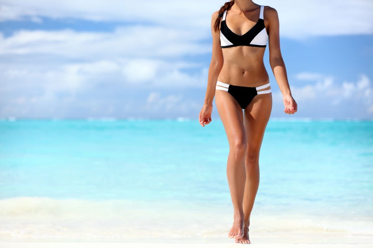 woman wearing bikini at the beach